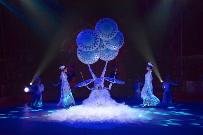 Chinese State Circus umbella