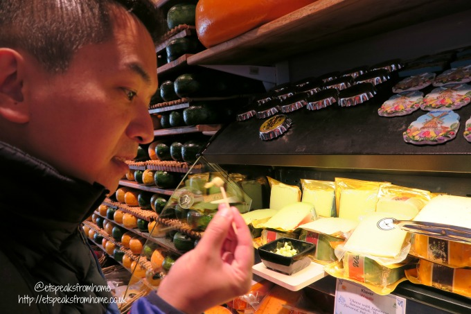 foods to try in amsterdam cheese