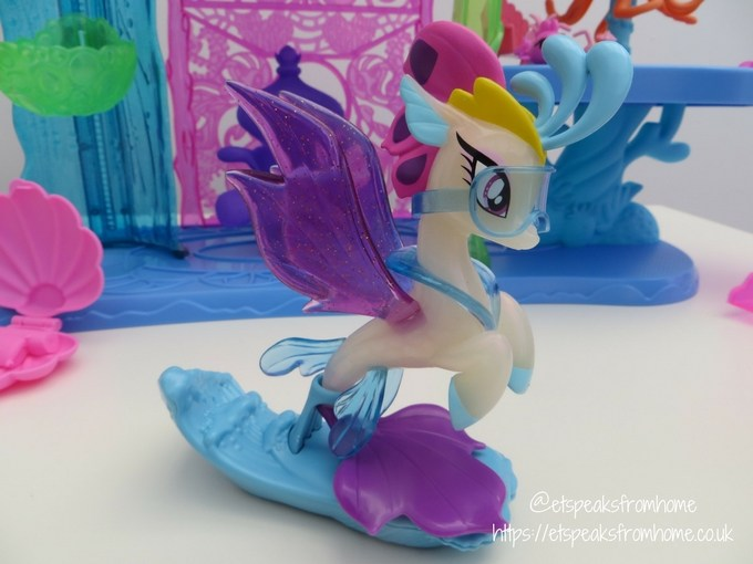 My Little Pony The Movie Canterlot and Seaquestria Playset rainbow dash