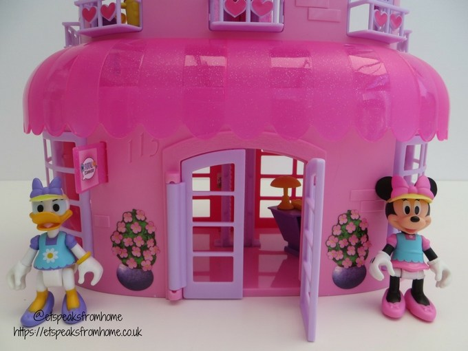 Minnie Mouse Happy Helpers House Review front door