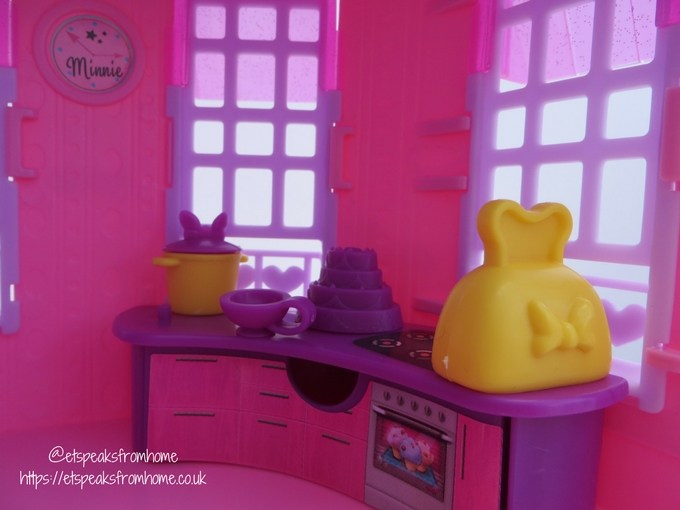 Minnie Mouse Happy Helpers House kitchen