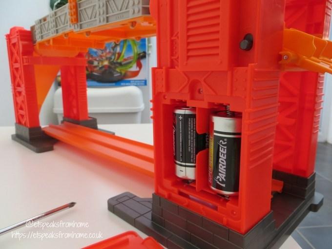 Hot Wheels Track Builder Stunt Bridge Kit batteries