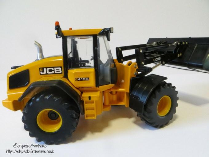 JCB Wheeled Loading Shovel side