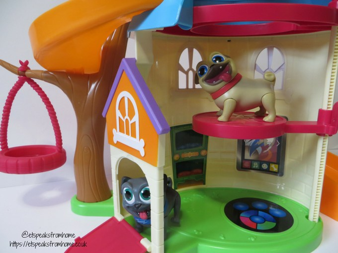 Puppy Dog Pals doghouse playset bottom