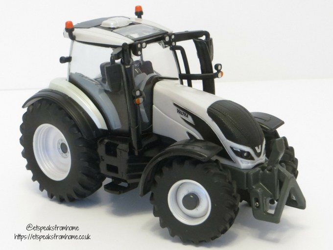 Valtra T254 Versu right side