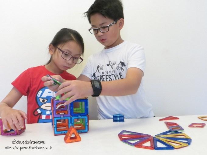 Magformers Creator Set building