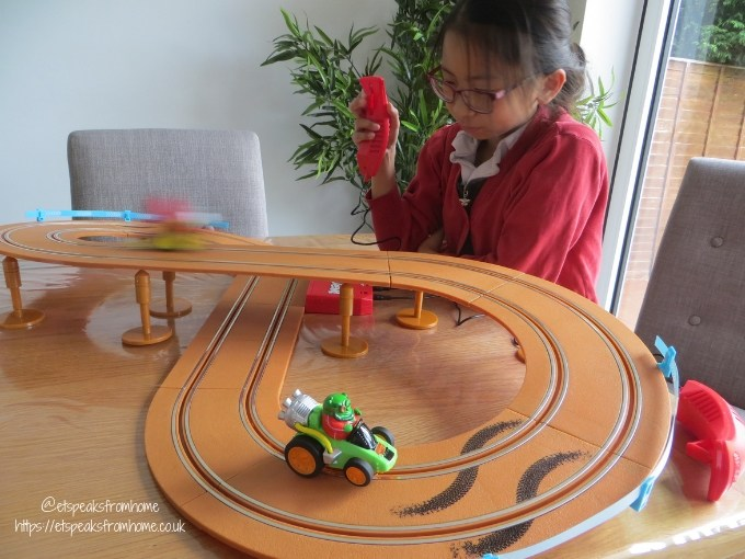 Angry Birds Island Challenge Slot Car playing