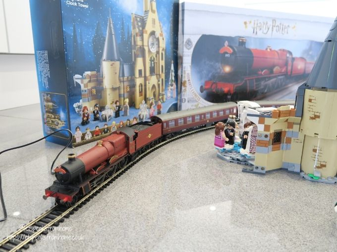 Harry potter top 10 christmas in the wizarding world hornby hogwarts express train