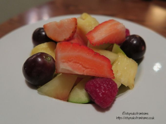 kettering park hotel dinner child fruit
