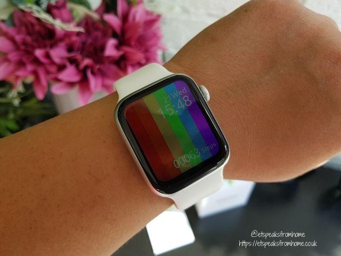 Watchd Smartwatch White wearing