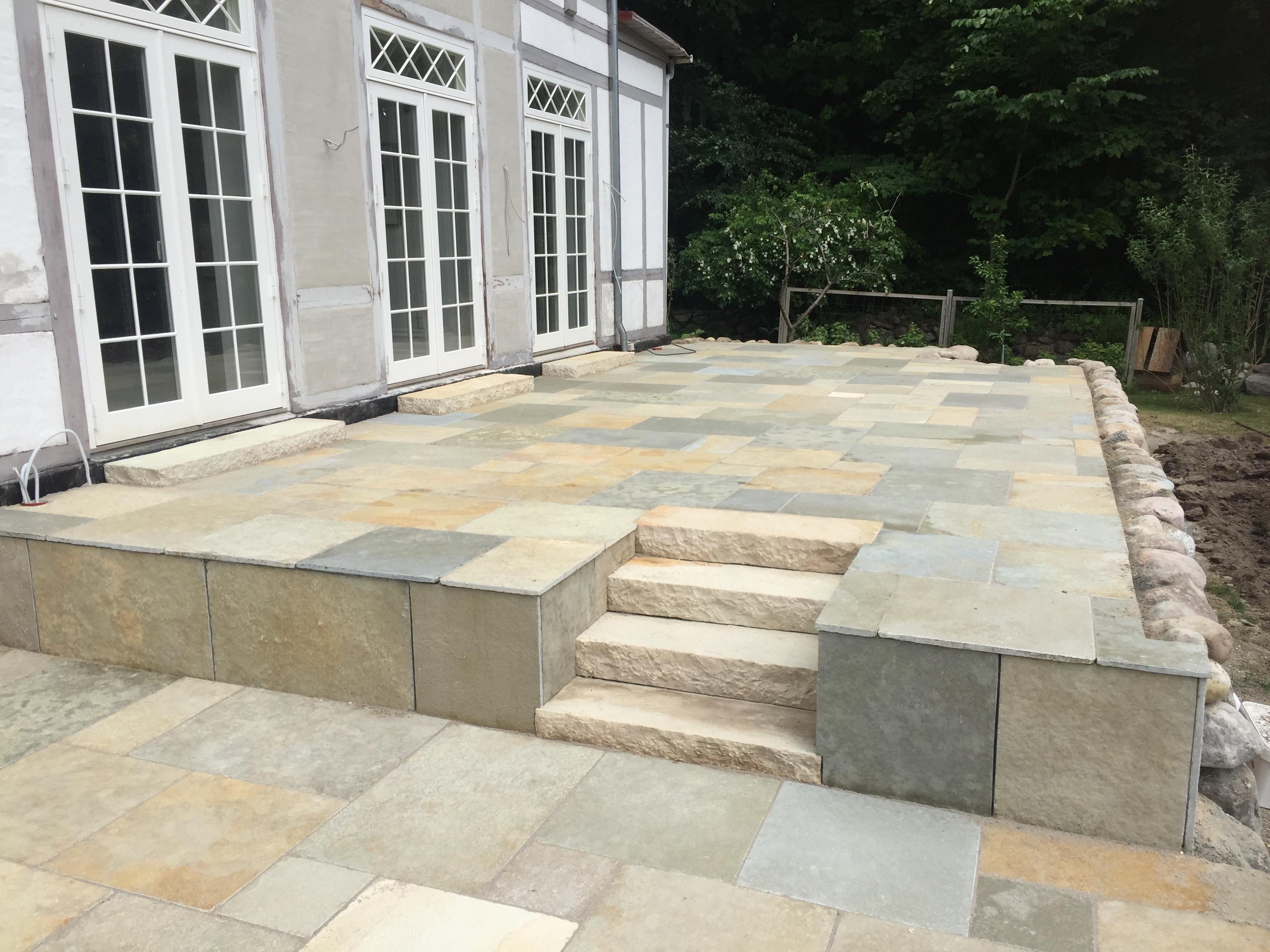 Ny terrasse i limestone beige fra sandstone sorø