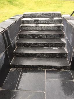 limstens trappe i black limestone