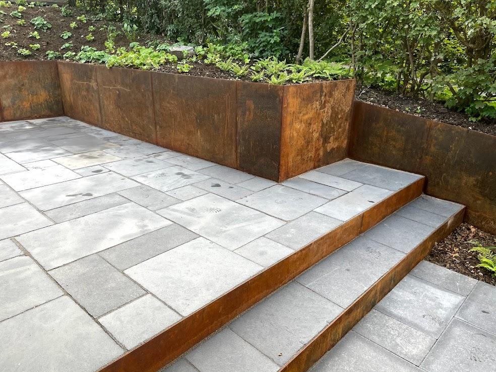 nyt haveanlæg med cortenstål
