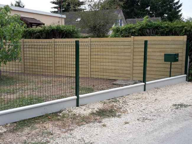 Panneaux soudés sur muret à Blois