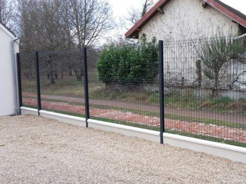 Panneaux soudés sur dalle de soubassement à Villefranche sur Cher