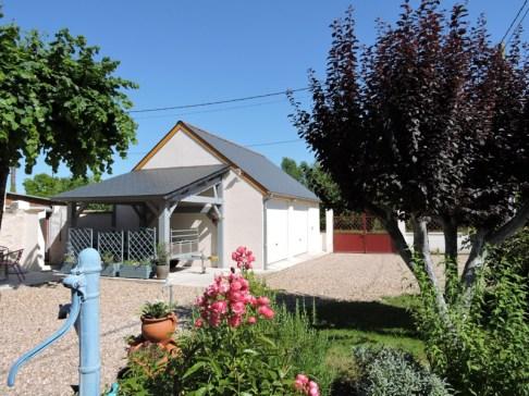 Préfabriqué béton avec auvent en vente près de Saint Aignan