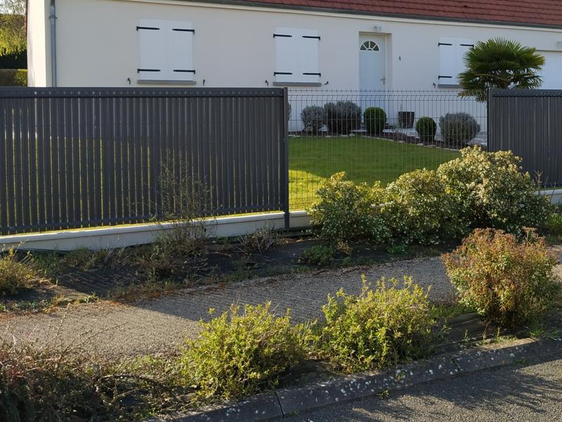 Grillage en panneau soudé pour une clôture rigide