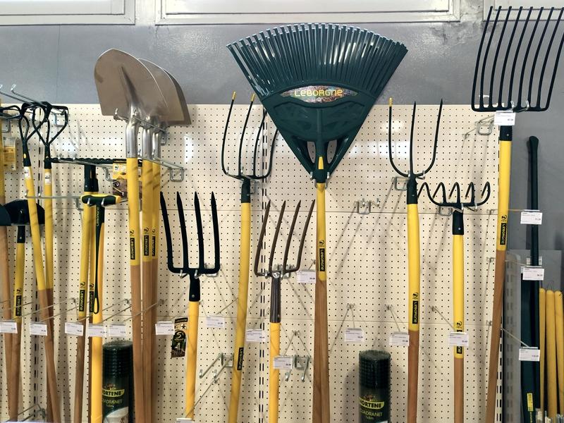 Outils de jardin disponible à la vente chez Ets thomas