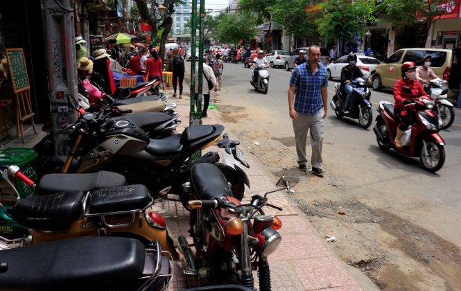 サイゴンの街路に無秩序が戻って来た>Doan Ngoc Hai barred from leading campaign; disorder returns to Saigon sidewalks