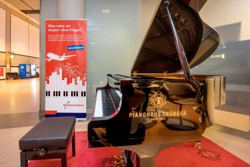 Hamburg Airport stellt Klavier für Passagiere auf