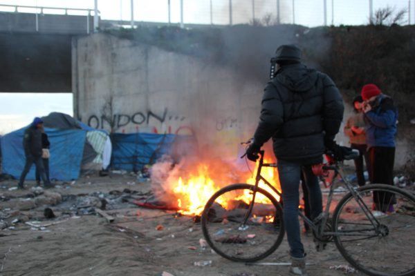 migrants burn barricade