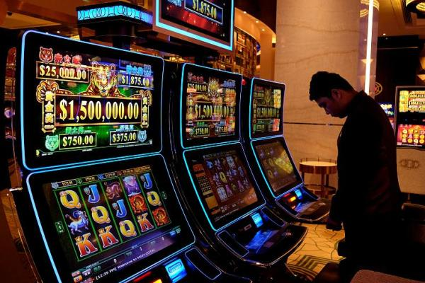 Kosovo bans gambling after casino murders
