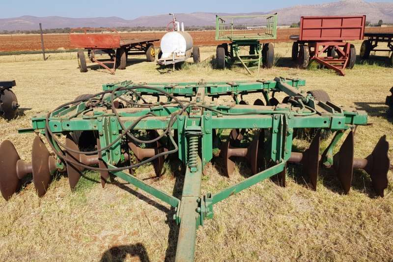 14 x 14 John Deere hydraulic tandem disc harrow Disc harrows Tillage equipment for sale in Mpumalanga | R 50.000 on Agrimag