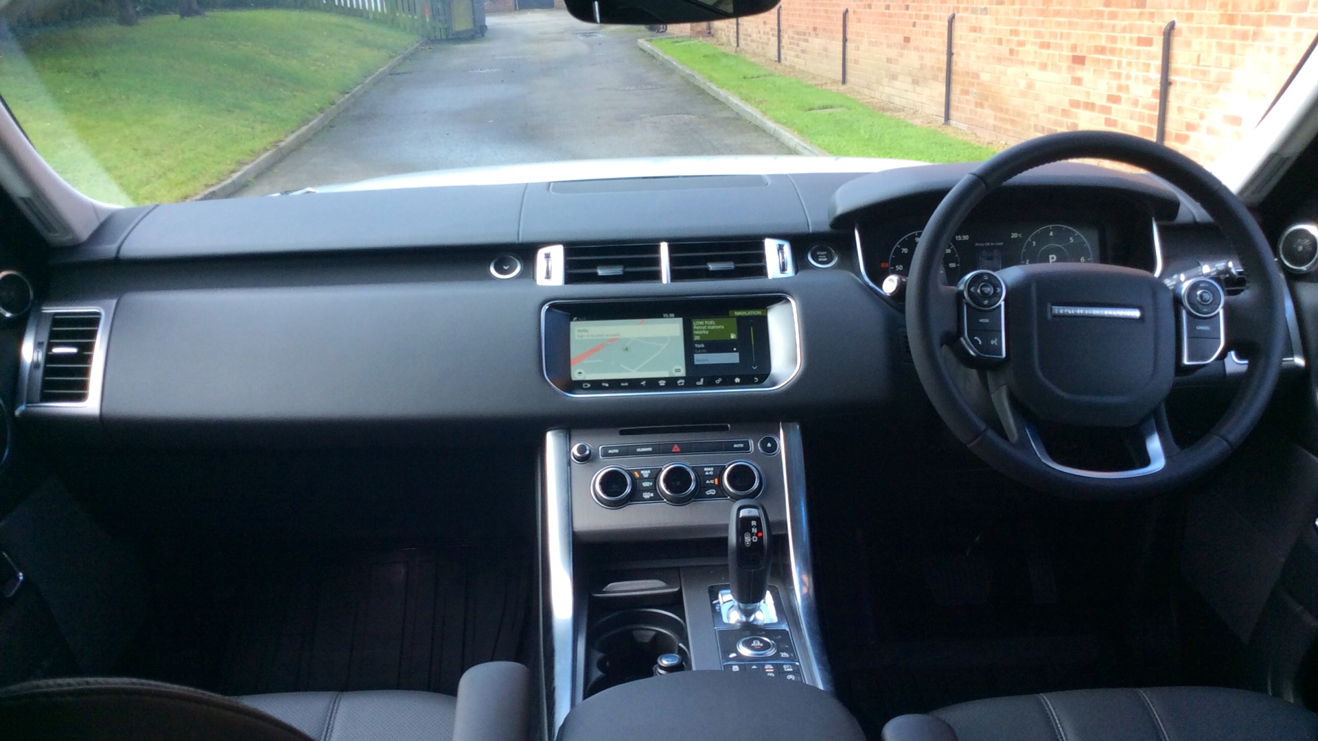 Used Land Rover Range Rover Sport HSE SD4 White YB17JKF