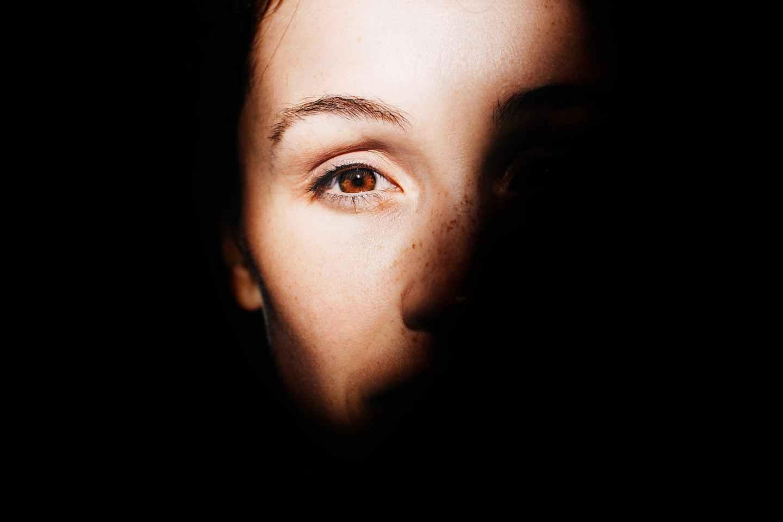 woman left eye