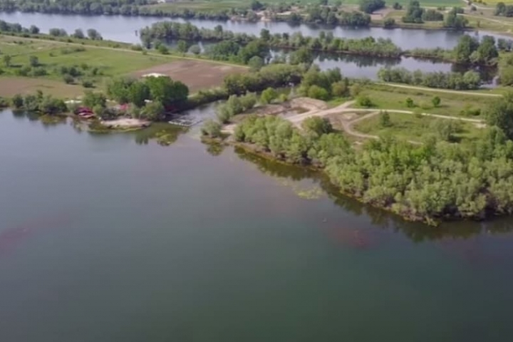 A Danube island raise questions about the Romanian commissioner