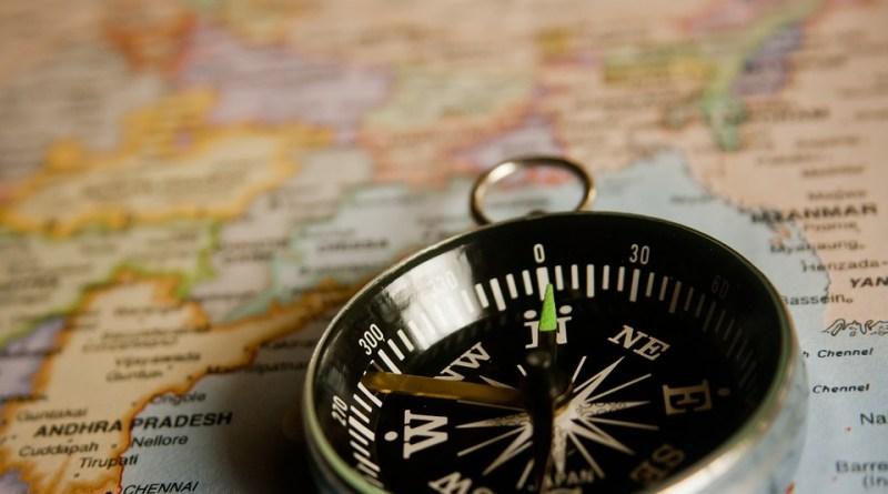 seguro viagem mapa bussola