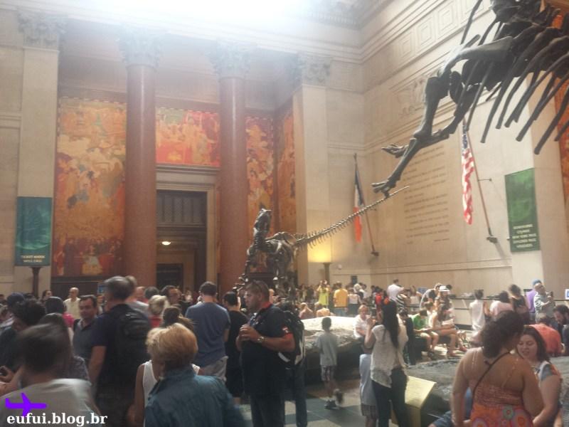 museu de historia natural entrada dinossauro