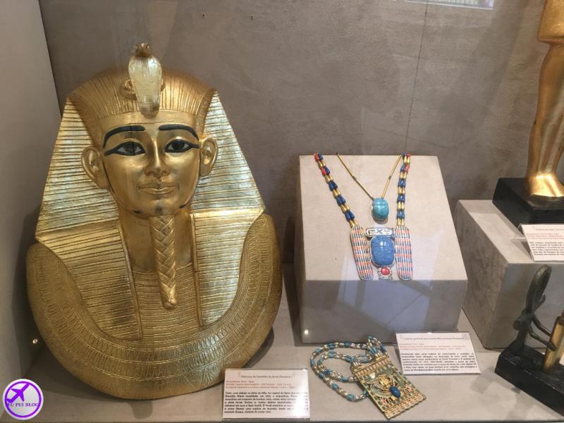 Faraó e seus objetos no Museu Egípcio de Curitiba - Paraná
