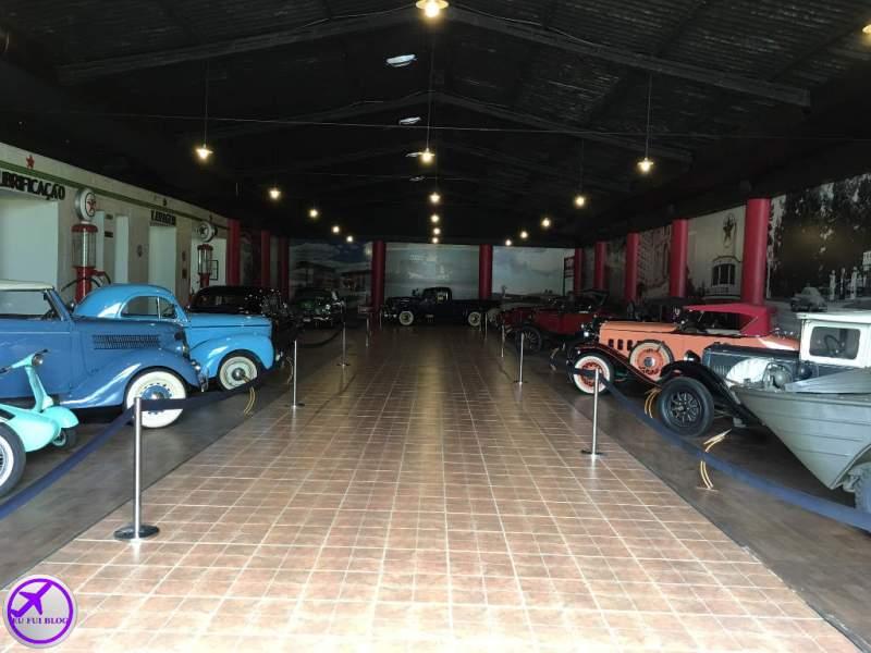 Galpão com Carros no Museu do Automóvel de Curitiba - Paraná