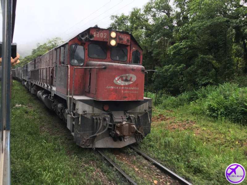 Trem de Carga na linha do Trem para Morretes e Antonina em Curitiba - Paraná