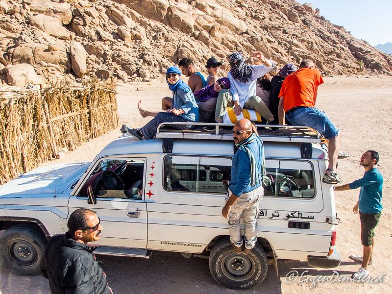 Pe acoperis jeep - Egipt, destinaţia pentru vacanţe exotice la super-preţuri!