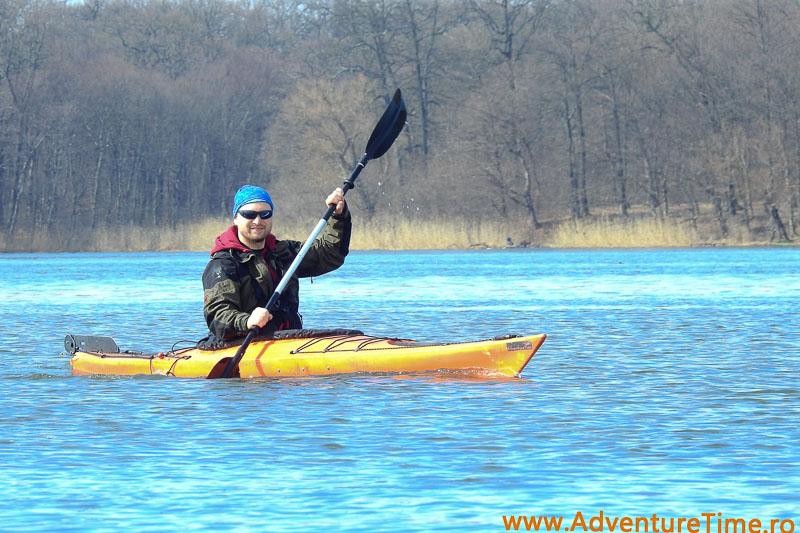 Eu in caiac - Valsând pe gheaţă, cu caiacul!