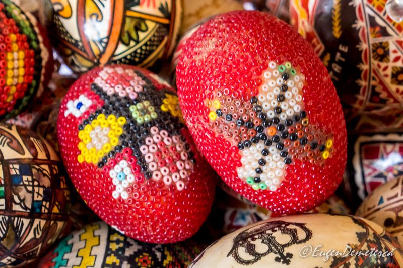 Oua decorate de Paste cu margele - Paştele Regal la Săvârşin