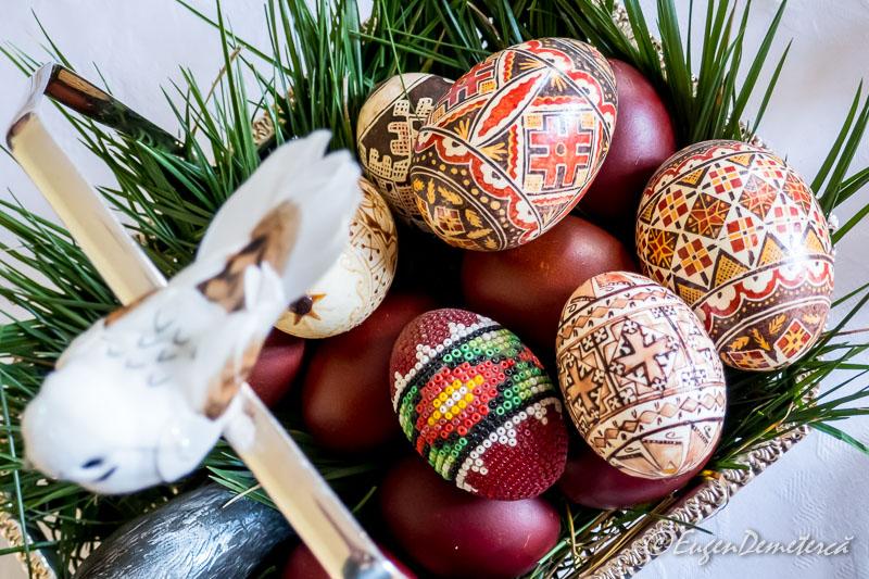 Oua decorate de Paste - Paştele Regal la Săvârşin