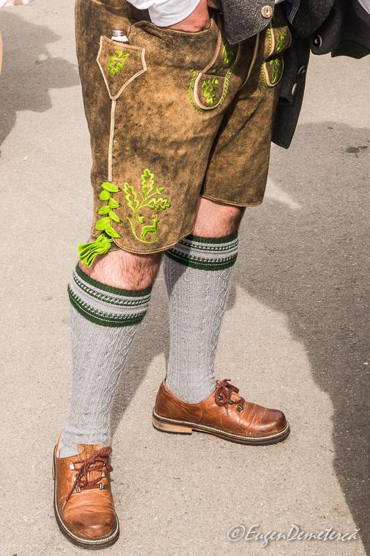 Pantaloni traditionali bavarezi