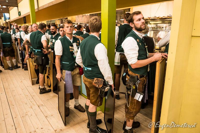 Coada chelnerilor la Oktoberfest