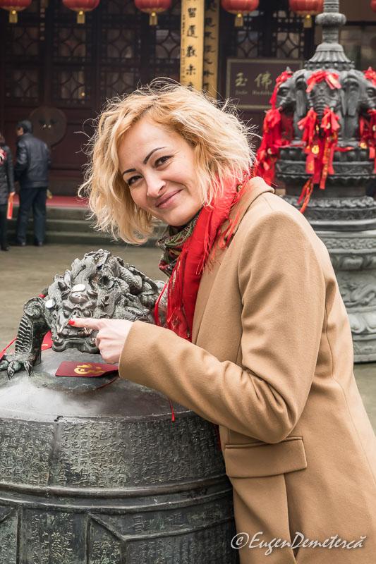 Shanghai - dragon de metal la Templul lui Buddha de Jad