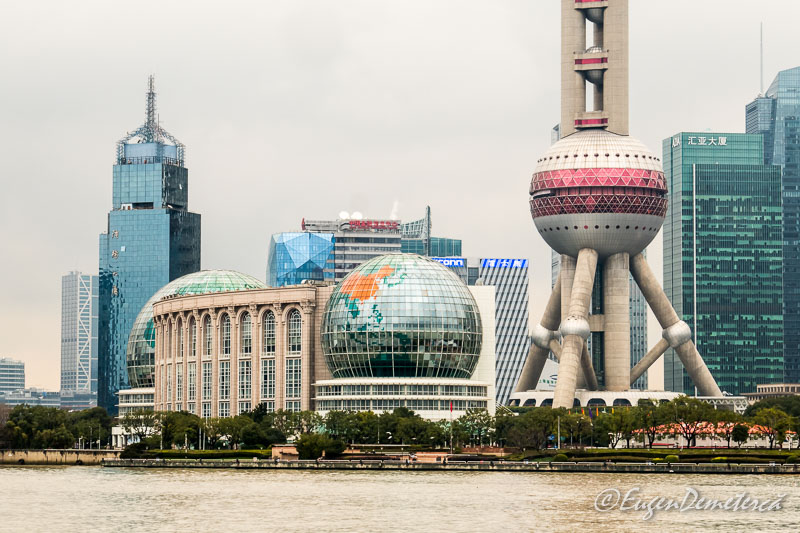 Shanghai - zgarie nori vazuti de pe Bund detaliu