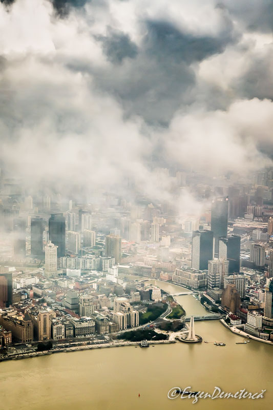 Shanghai de sus - nori deasupra raului Huangpu