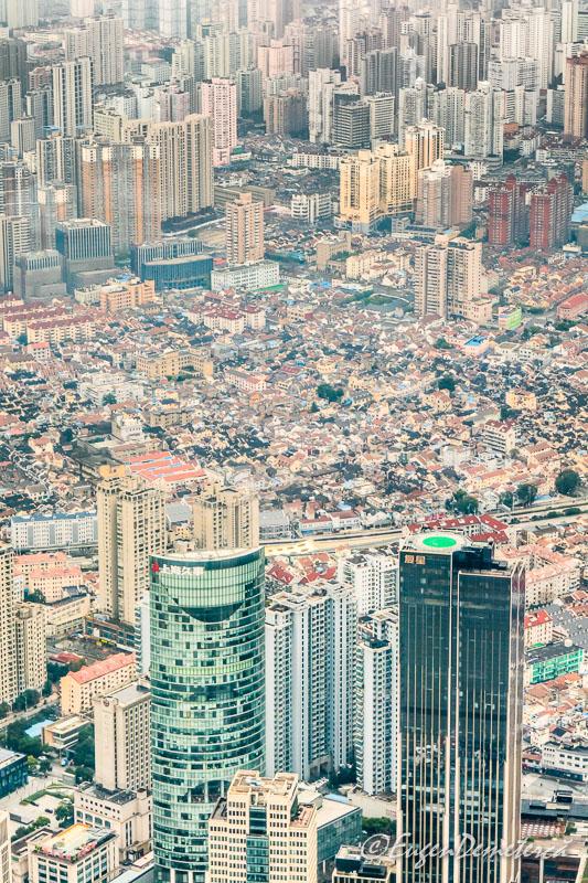 Shanghai de sus zgarienori cu case mici