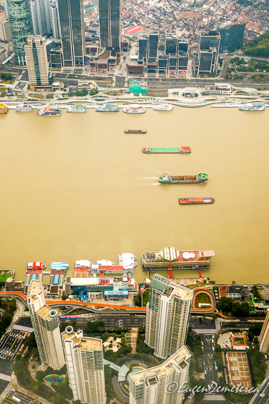 Shanghai de sus -vase pe raul Huangpu