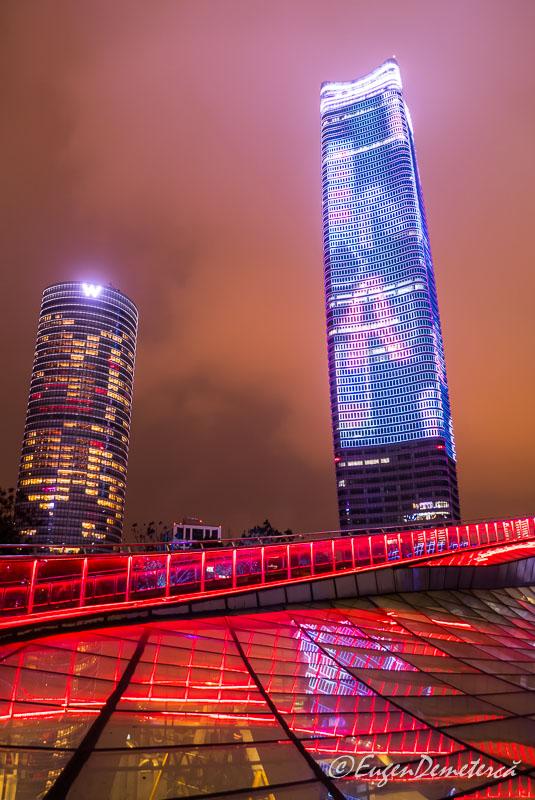 Shanghai - zgarienori noaptea pe Bund