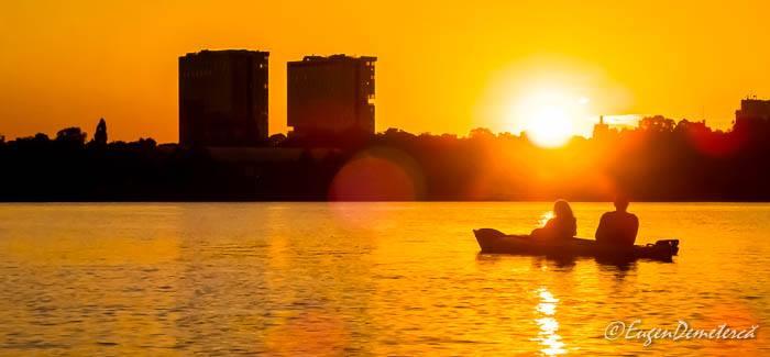 Caiac pe lacul Herastrau