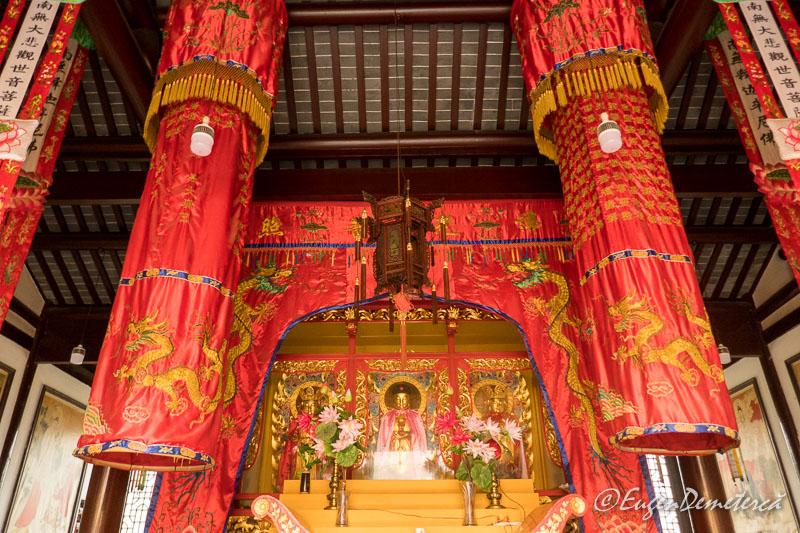 Budha in templul Yuanjin din Zhujiajiao