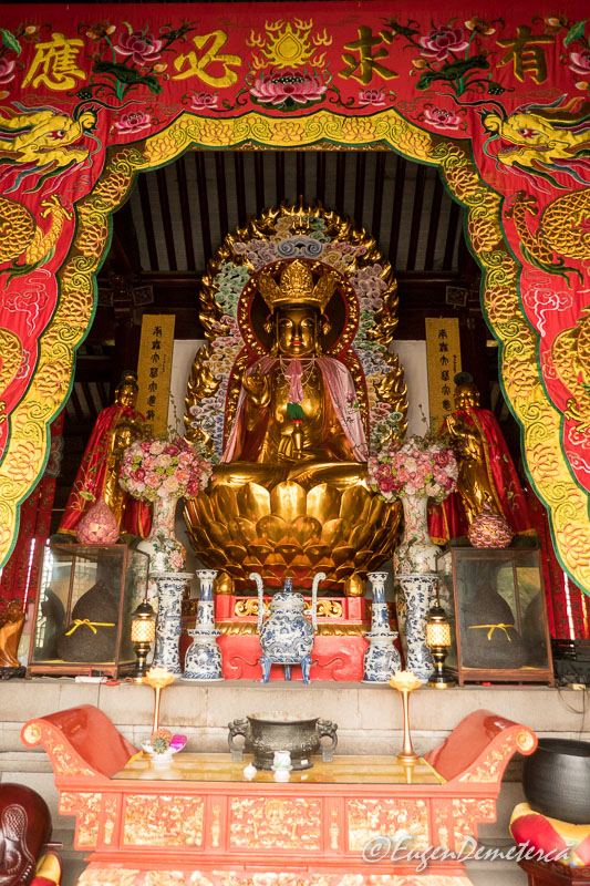 Budha in templul Yuanjin din Zhujiajiao 2